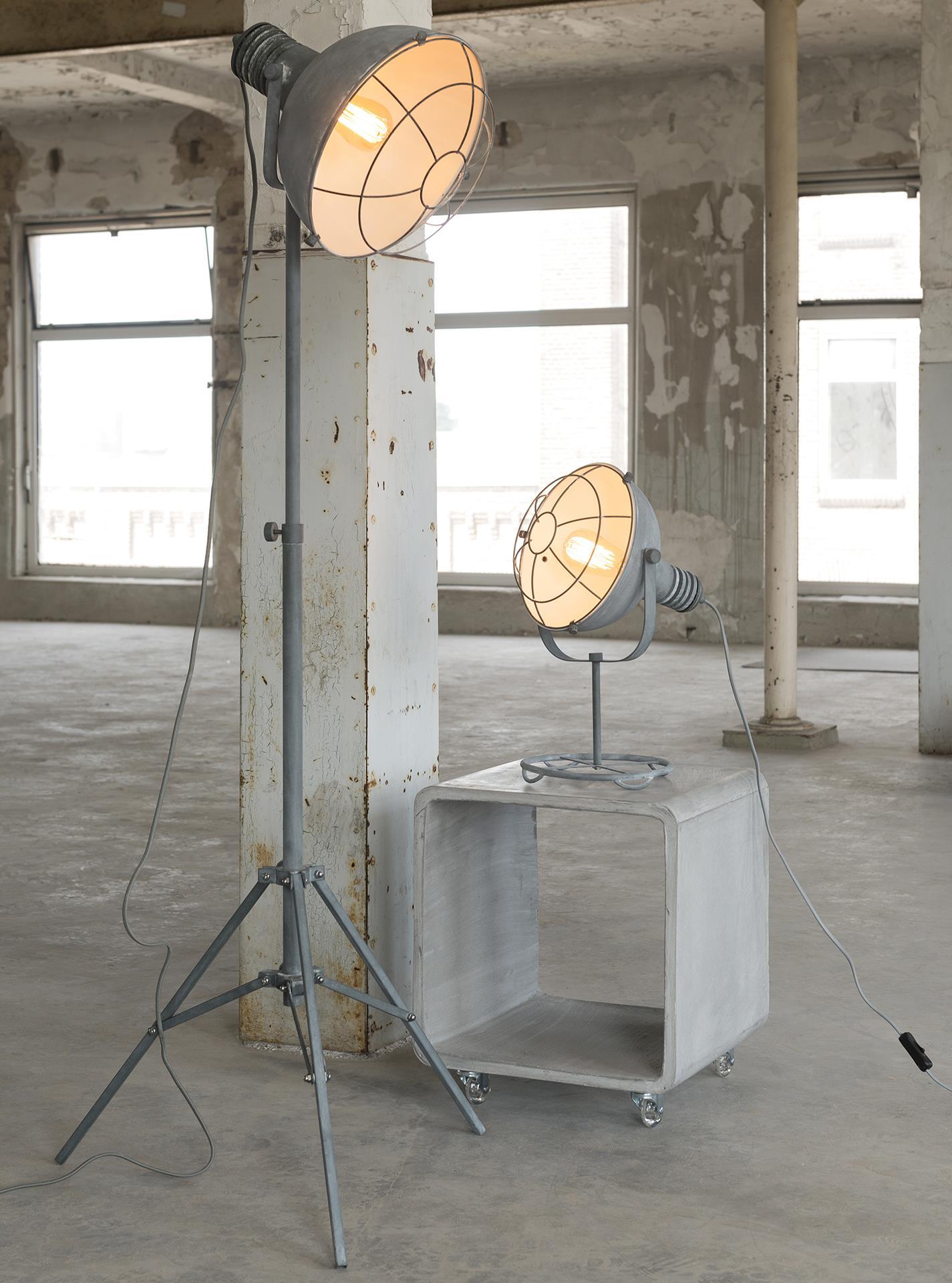 Industriële vloerlamp 'Trevon', driepoot in betonlook korting