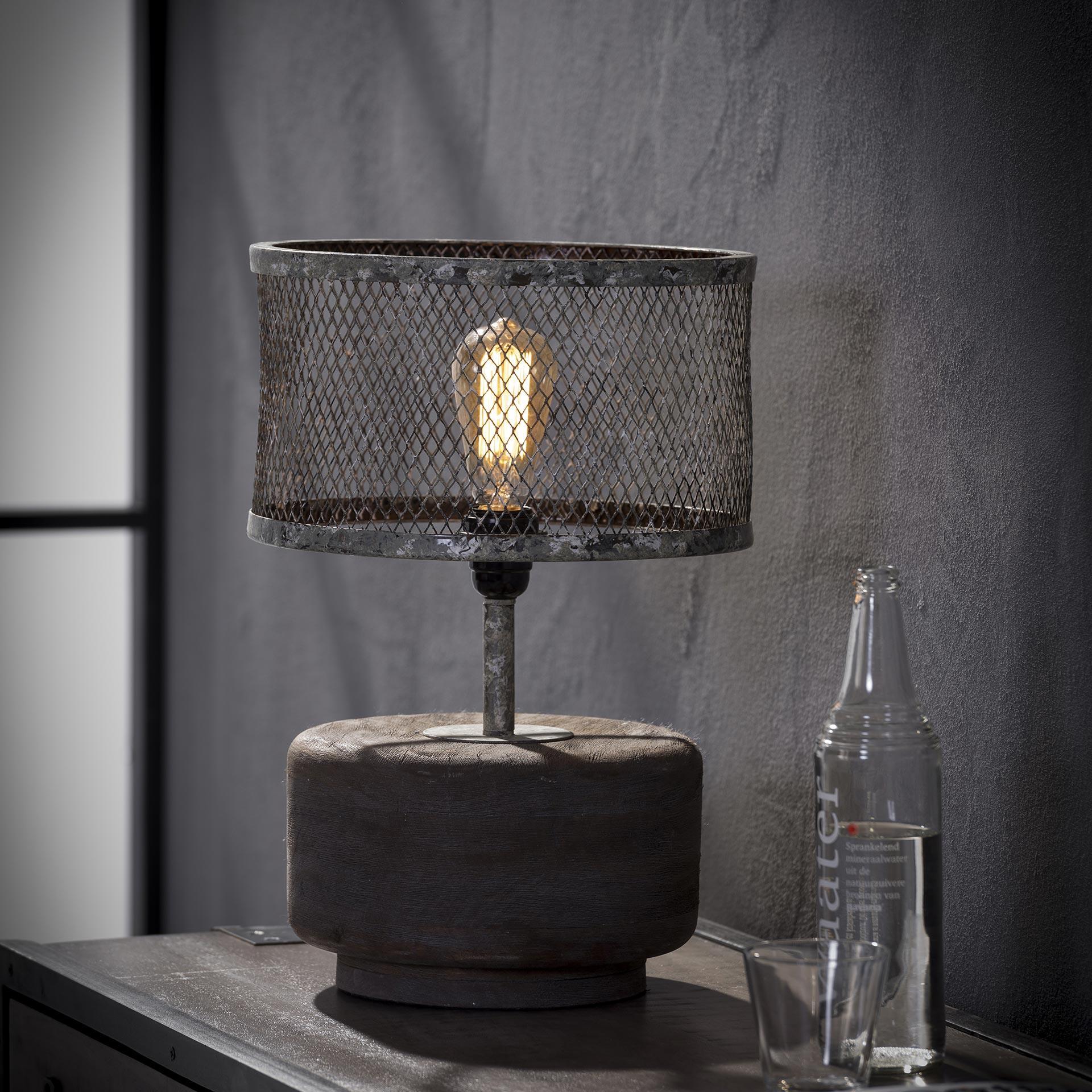 Tafellamp 'Lizzy' met ronde voet en kap van verweerd metaal Verlichting